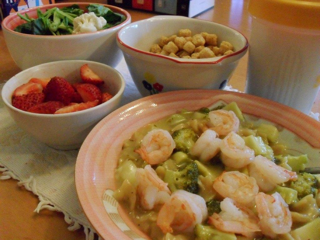 http://foodloader.net/sweetie_2013-09-21_salad__strawberries__waffle_crisp__protein_shake__pasta__broccoli__shrimp.jpg