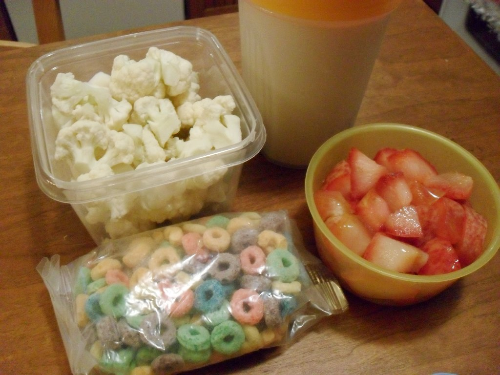 http://foodloader.net/sweetie_2013-09-22_cauliflower__soy_protein_shake__froot_loops_cereal__pluot.jpg