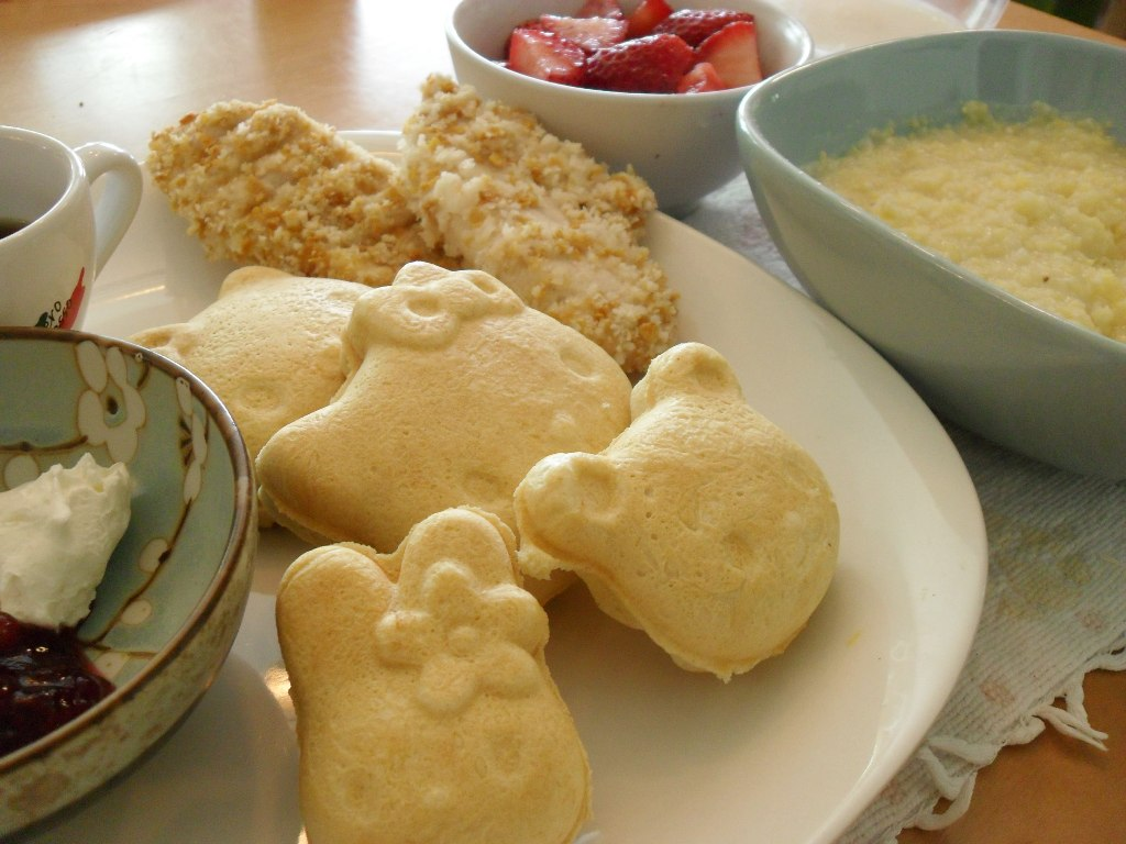https://foodloader.net/sweetie_2013-09-22_maple_syrup__cream_cheese__jam__waffles__chicken__strawberries__grits.jpg