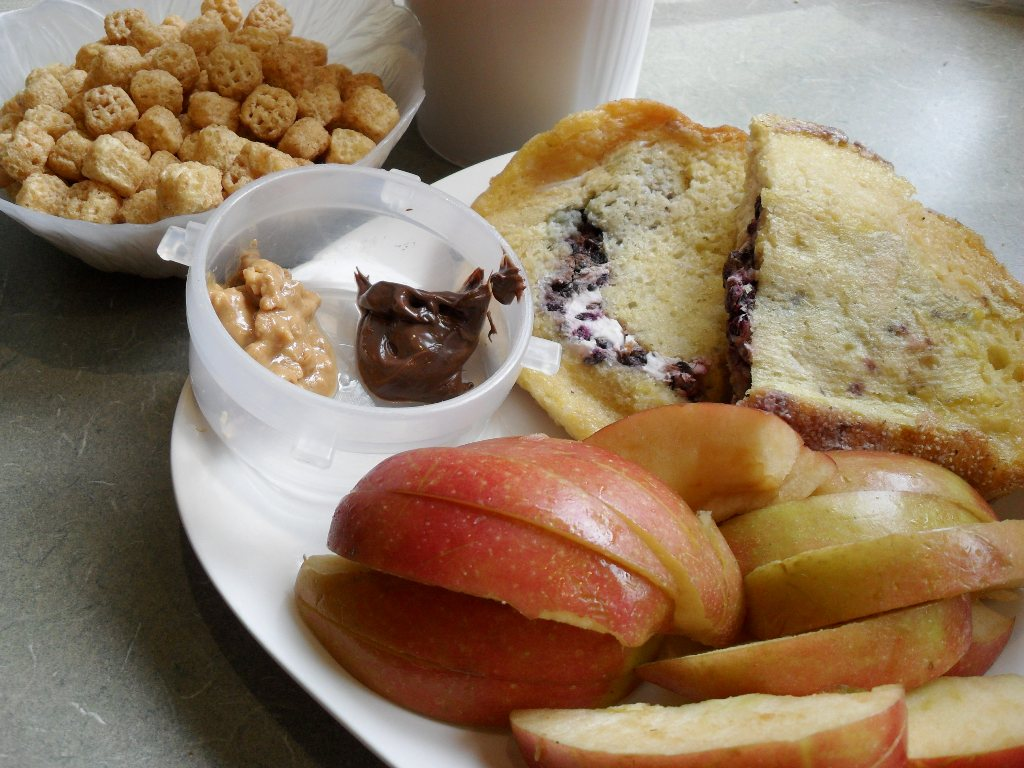 http://foodloader.net/sweetie_2013-09-23_cereal__protein_shake__peanut_butter__nutella__stuffed_french_toast__apple.jpg