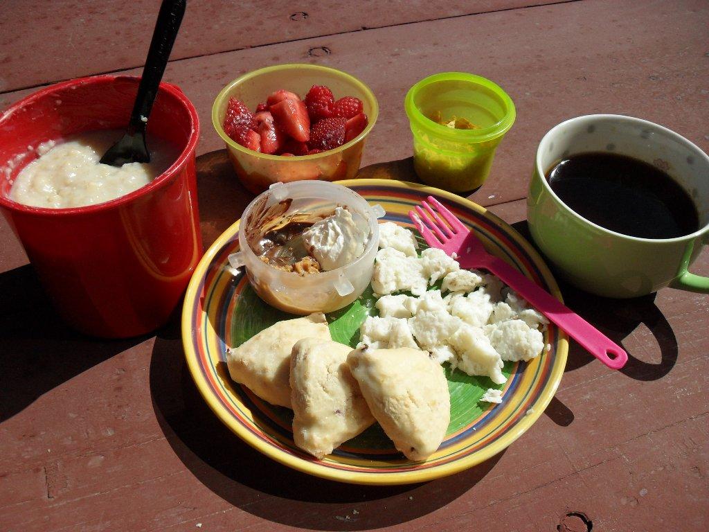 https://foodloader.net/sweetie_2013-09-24_oatmeal__strawberries__cereal__nutella__pb__cream_cheese__eggs__scones.jpg