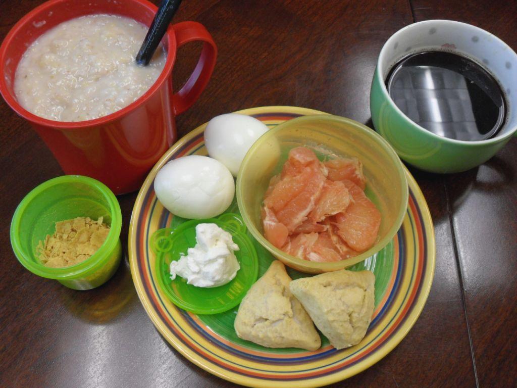 https://foodloader.net/sweetie_2013-09-27_oatmeal__cereal__hardboiled_eggs__grapefruit__creamcheese__pumpkin_scones.jpg