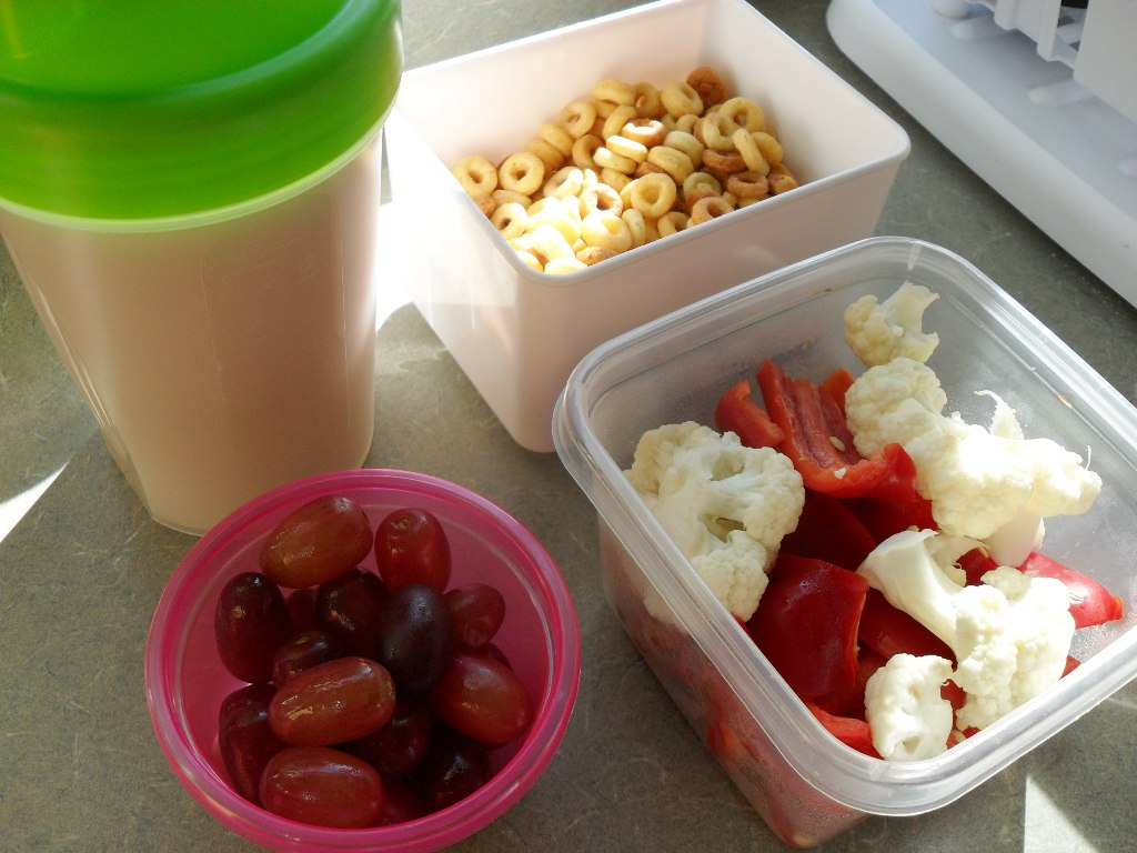 https://foodloader.net/sweetie_2013-10-03_protein_shake__peanut_butter_cheerios__grapes__cauliflower__bell_pepper.jpg
