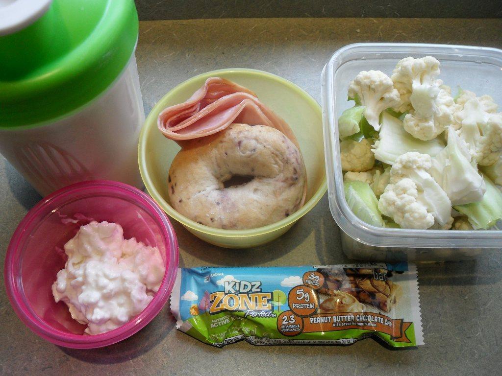 http://foodloader.net/sweetie_2013-10-04_protein_shake__blueberry_bagel__ham__cauliflower__cottage_cheese__zone_bar.jpg