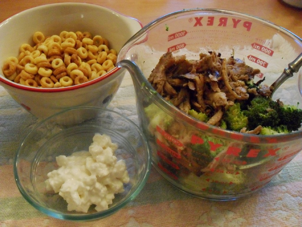 https://foodloader.net/sweetie_2013-10-05_cheerios__bbq_pulled_pork__broccoli__cottage_cheese.jpg