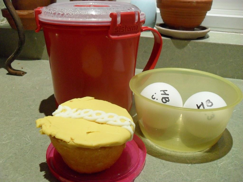 https://foodloader.net/sweetie_2013-10-07_oatmeal__hardboiled_eggs__orange_creme_hostess_cupcake.jpg