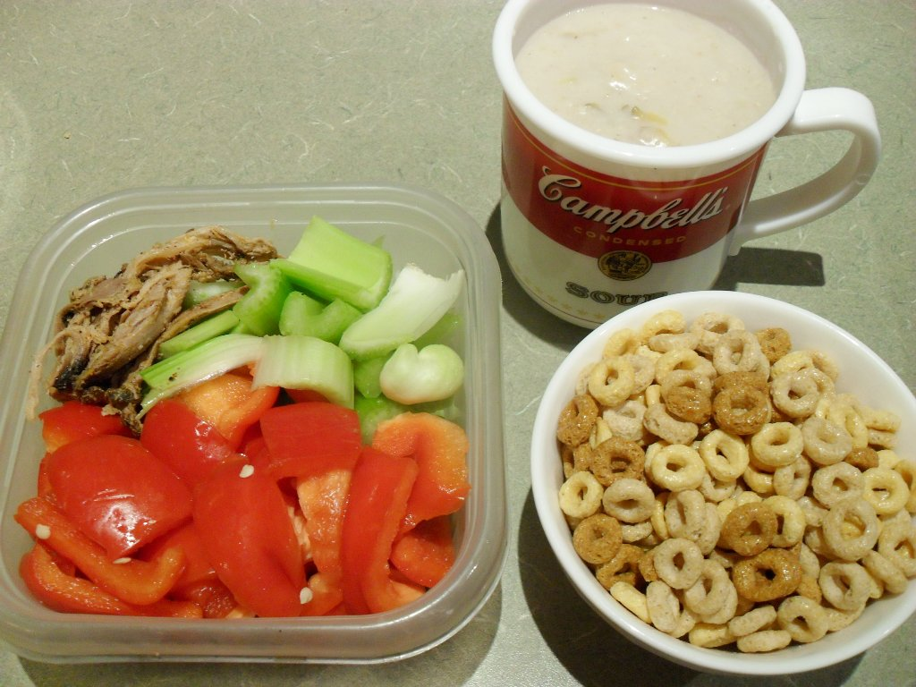https://foodloader.net/sweetie_2013-10-08_pulled_pork__celery__bell_pepper__oatmeal_with_nectarine__cheerios.jpg