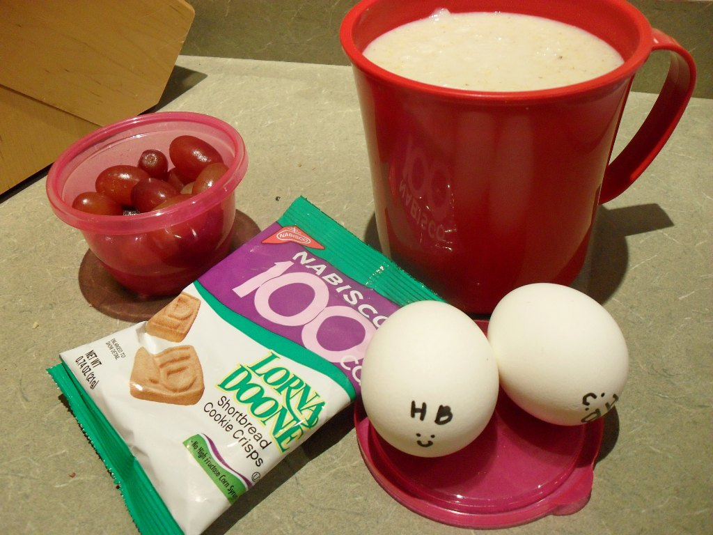 http://foodloader.net/sweetie_2013-10-10_grapes__oatmeal__lorna_doones_shortbread_cookies__hardboiled_eggs.jpg