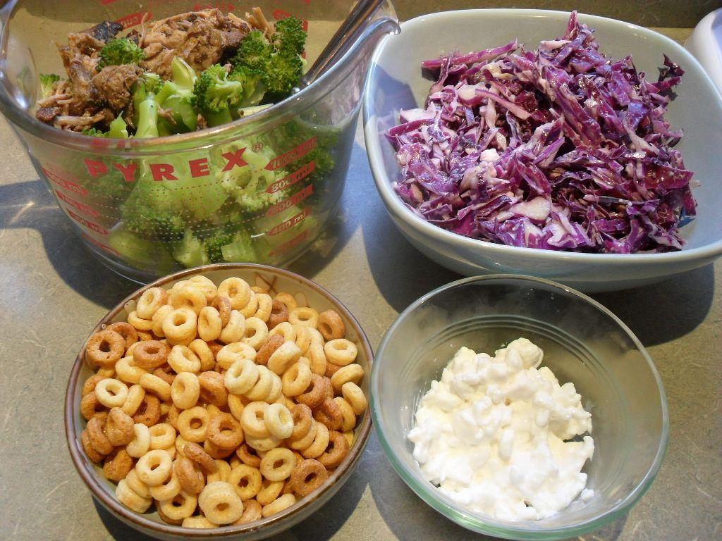 https://foodloader.net/sweetie_2013-10-12_bbq_pulled_pork__broccoli__celery__coleslaw__pb_cheerios__cottage_cheese.jpg