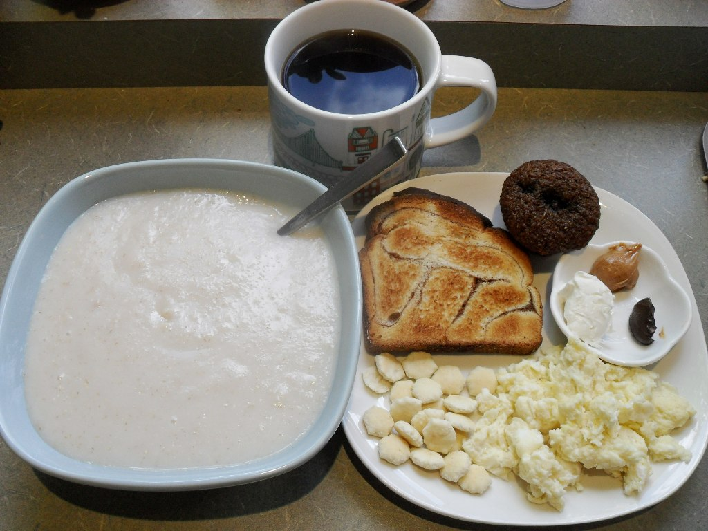 sweetie • 2013-10-12 • coffee, farina, cinnamon toast, blueberry muffin, crackers, eggs