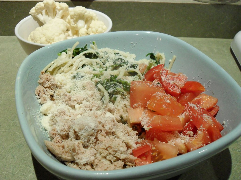 https://foodloader.net/sweetie_2013-10-13_cauliflower__pasta__spinach__tomatoes__ground_turkey__romano_cheese.jpg