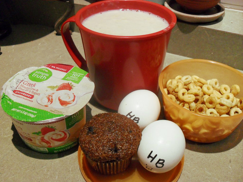 https://foodloader.net/sweetie_2013-10-14_oatmeal__greek_yogurt__blueberry_bran_muffin__eggs__cheerios.jpg