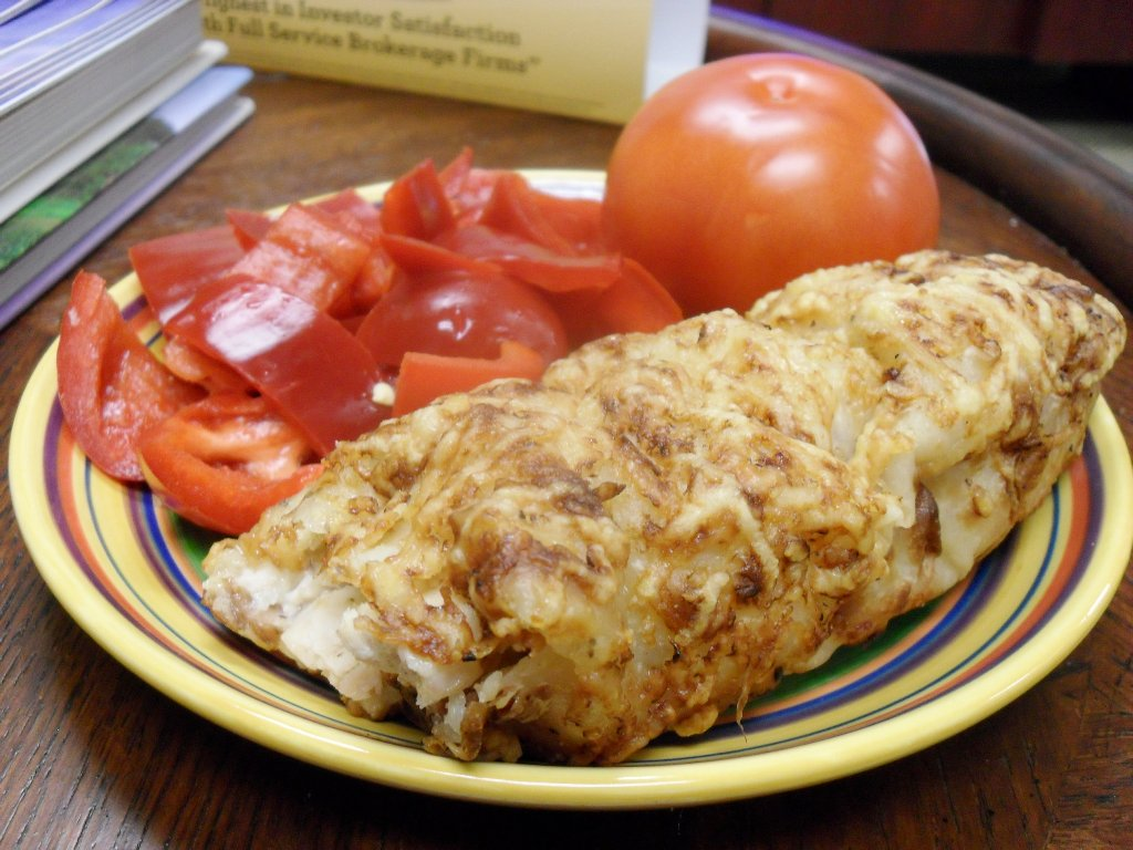 https://foodloader.net/sweetie_2013-10-16_red_bell_pepper__tomato__costco_chicken_bake_with_cheese_and_bacon.jpg