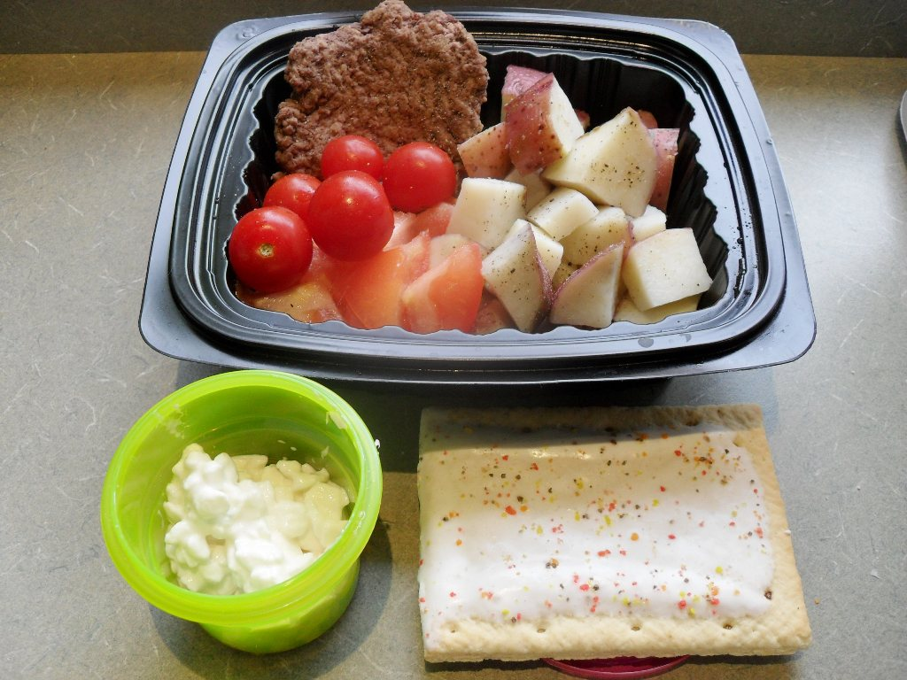 https://foodloader.net/sweetie_2013-10-17_bison_burger__tomatoes__potatoes__cottage_cheese__pumpkin_pie_pop-tart.jpg