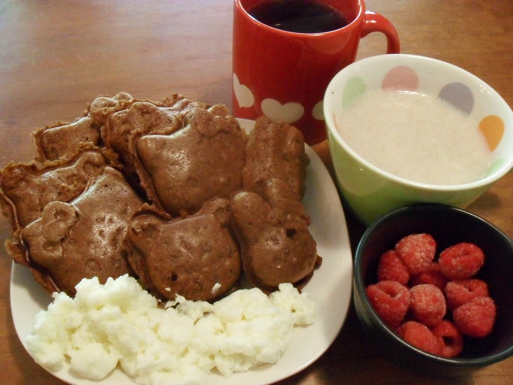 https://foodloader.net/sweetie_2013-10-19_coffee__chocolate_hello_kitty_waffles__farina_hot_cereal__eggs__raspberries.jpg