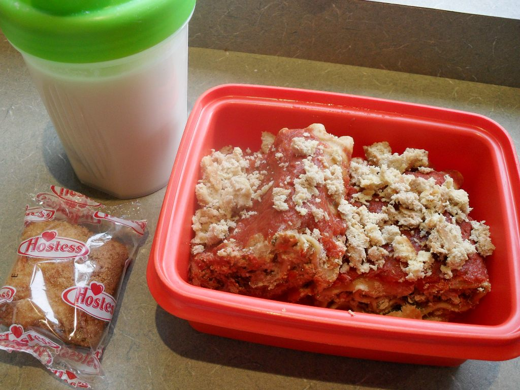 https://foodloader.net/sweetie_2013-10-20_protein_shake__hostess_cinnamon_coffee_cake__lasagna_roll_ups__turkey.jpg