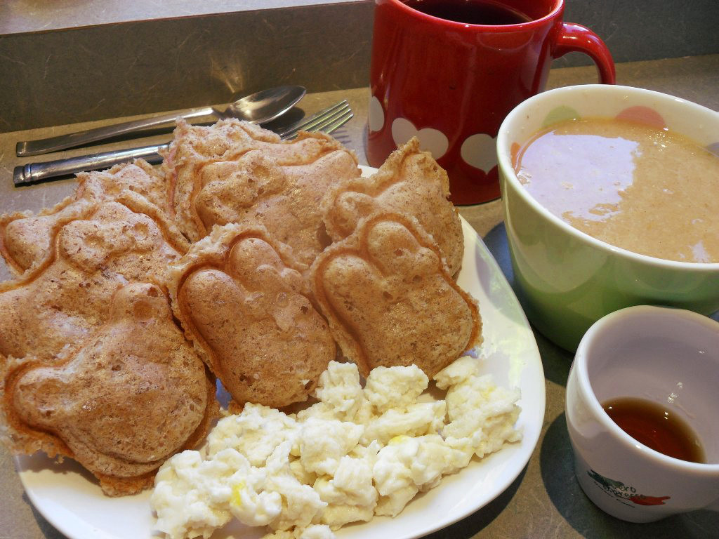 https://foodloader.net/sweetie_2013-10-23_oat_bran_waffles__coffee__pumpkin_farina__scrambled_eggs__maple_syrup.jpg
