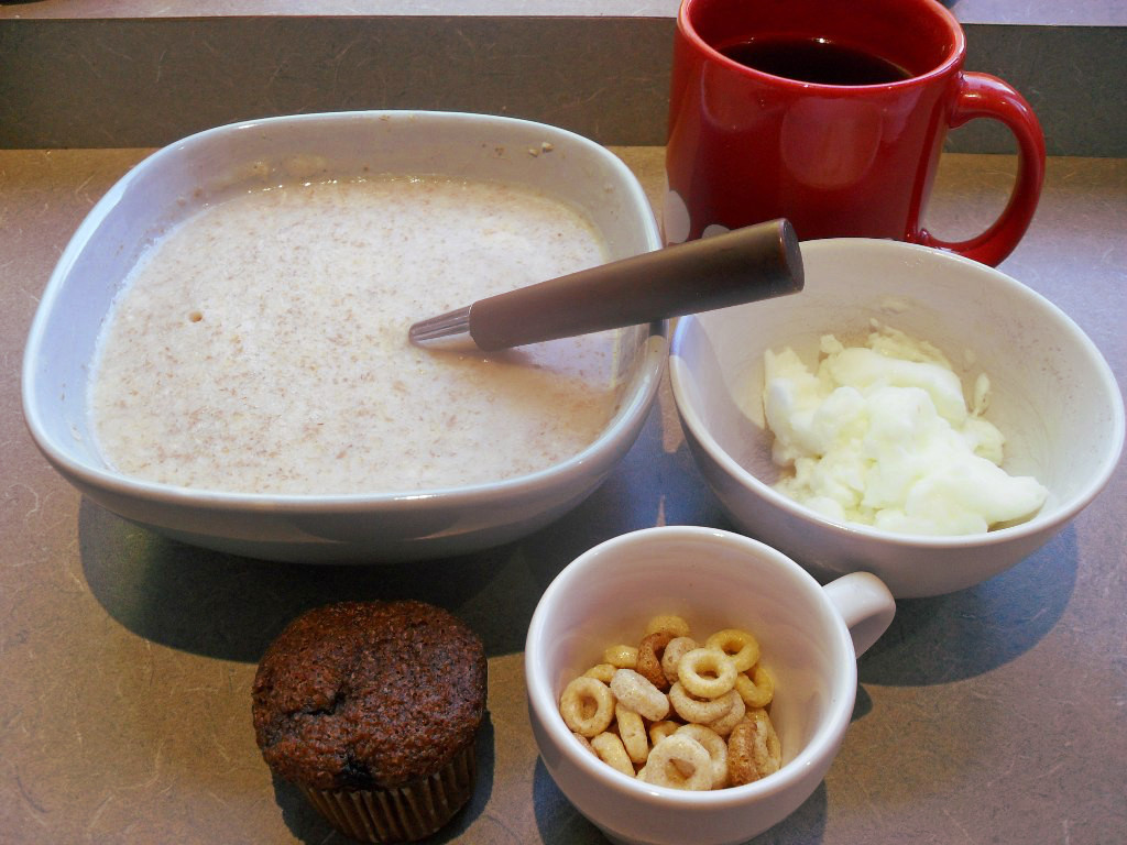 http://foodloader.net/sweetie_2013-10-24_oatmeal__coffee__eggs__bran_muffin__cheerios.jpg