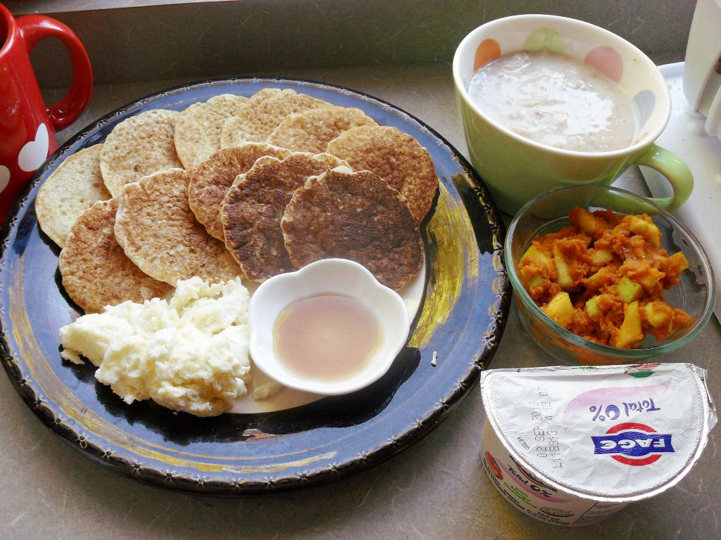 https://foodloader.net/sweetie_2013-10-25_coffee__pancakes__oatmeal__eggs__pumpkin__granny_smith_apple__greek_yogurt.jpg