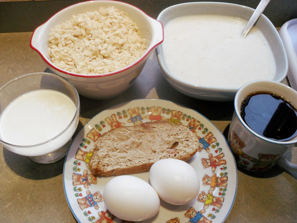 https://foodloader.net/sweetie_2013-10-28_goat_milk__rice_krispies__porridge__coffee__cinnamon_bread__eggs.jpg