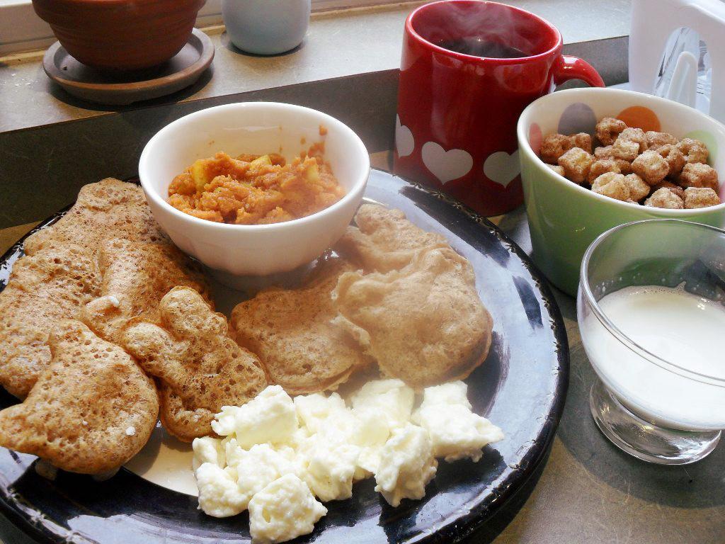 https://foodloader.net/sweetie_2013-10-29_coffee__pumpkin_puree__apple__churro_cereal__waffles__eggs__goat_milk.jpg