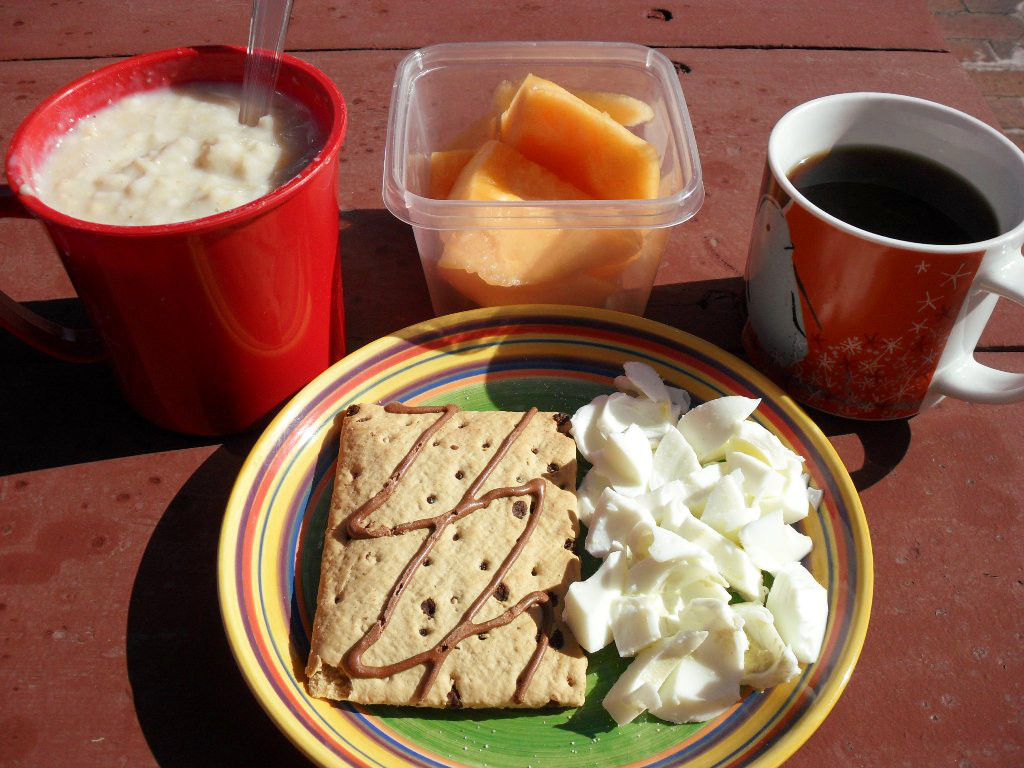 http://foodloader.net/sweetie_2013-10-30_oatmeal__honeydew_melon__coffee__chocolate_pop_tart__hardboiled_eggs.jpg