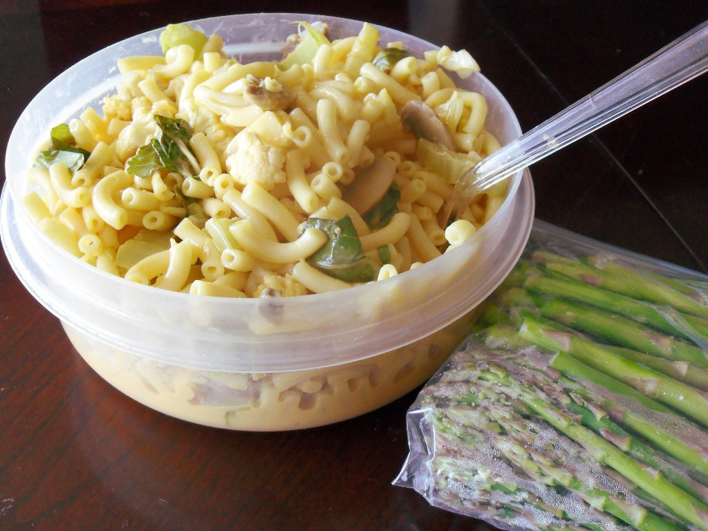 https://foodloader.net/sweetie_2013-11-01_mountain_of_macaroni_and_cheese__cauliflower__mushrooms__asparagus.jpg