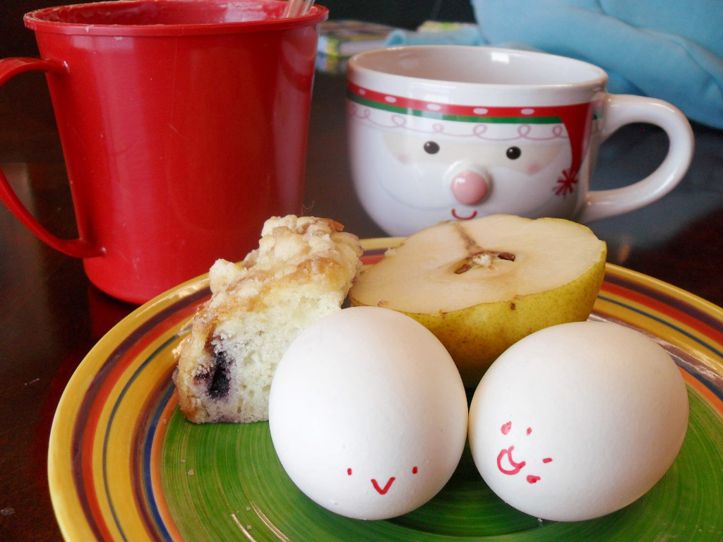 https://foodloader.net/sweetie_2013-11-01_oatmeal__coffee__blueberry_coffee_cake__pear__hardboiled_eggs.jpg