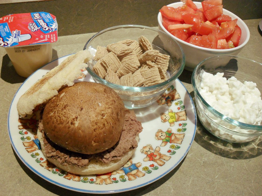 https://foodloader.net/sweetie_2013-11-01_pudding__cereal__tomato__burger__mushroom__english_muffin__cottage_cheese.jpg