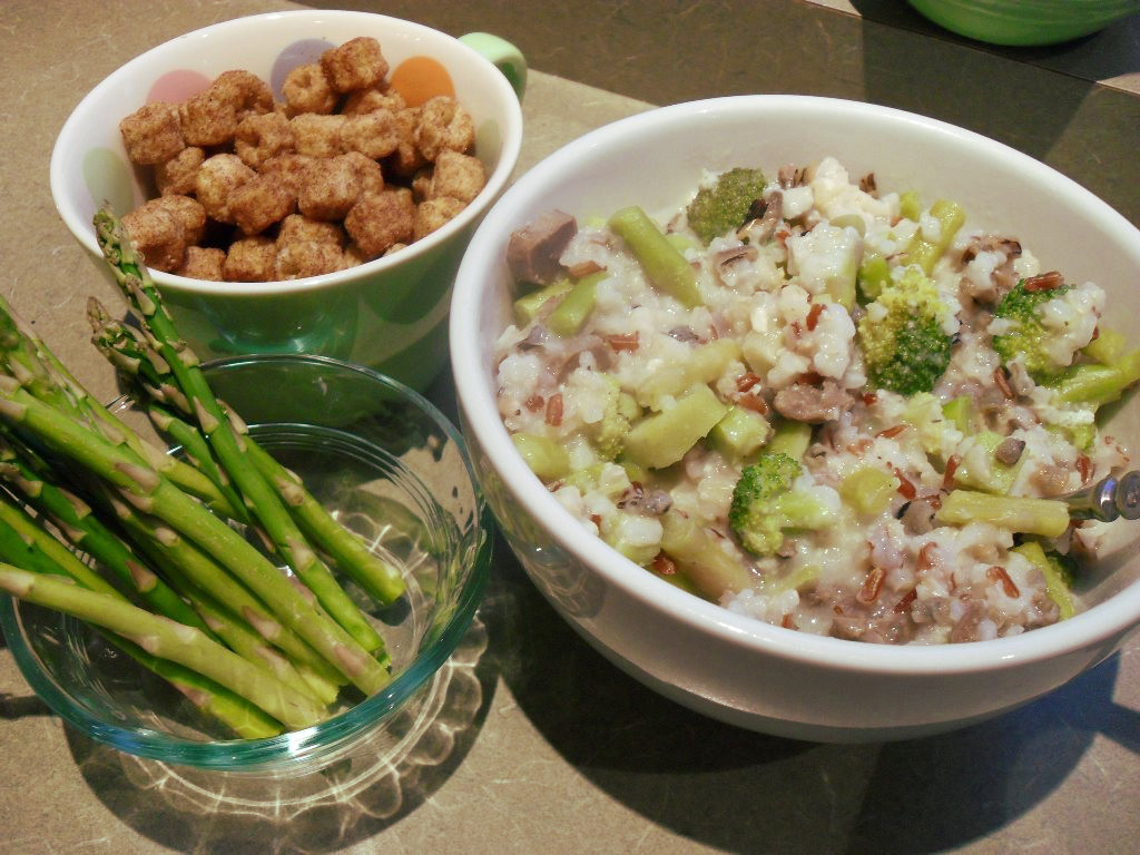 sweetie • 2013-11-02 • cinnamon cereal, asparagus, wild rice, chicken gizzards, broccoli