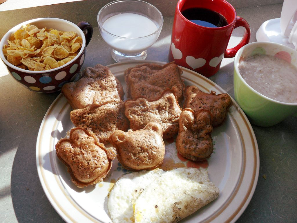 http://foodloader.net/sweetie_2013-11-02_corn_flakes__goat_milk__coffee__oatmeal__chocolate_waffles__omelette.jpg