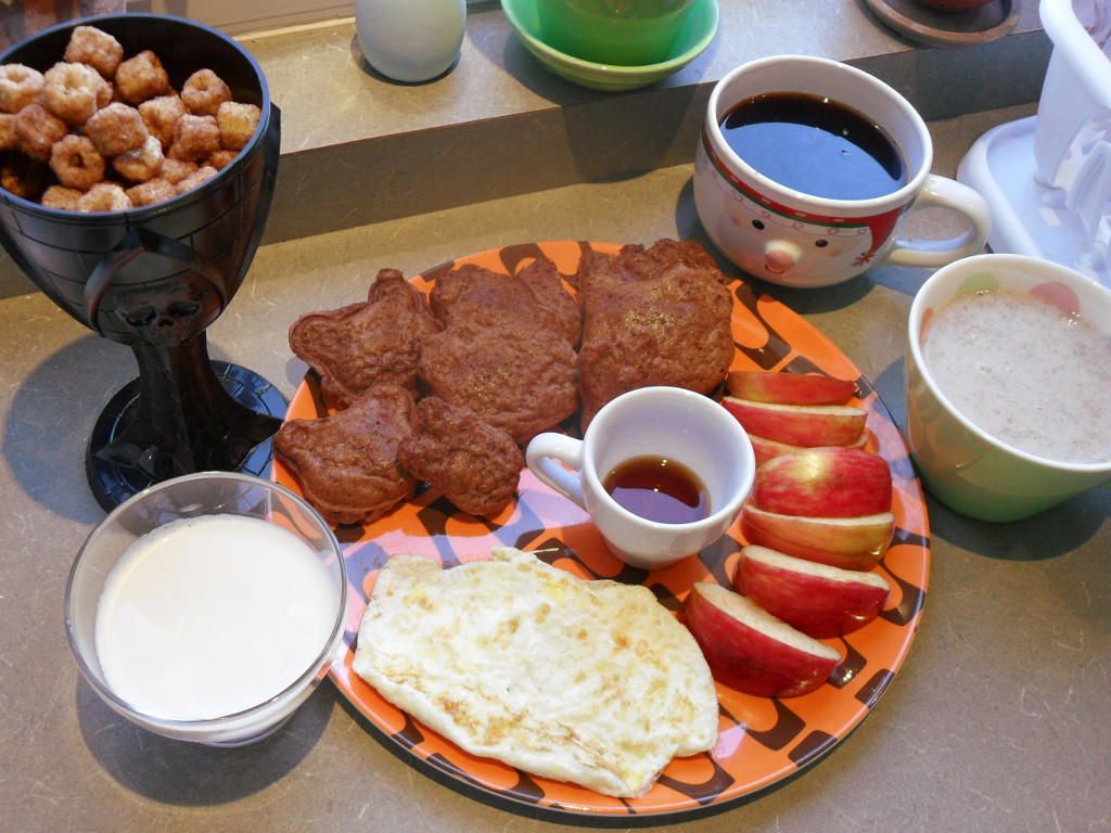 http://foodloader.net/sweetie_2013-11-05_churro_cereal__chocolate_waffles__coffee__oatmeal__apple__syrup_eggs__milk.jpg