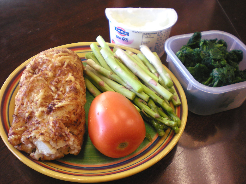 https://foodloader.net/sweetie_2013-11-07_greek_yogurt__spinach__costco_chicken_bake__asparagus__tomato.jpg