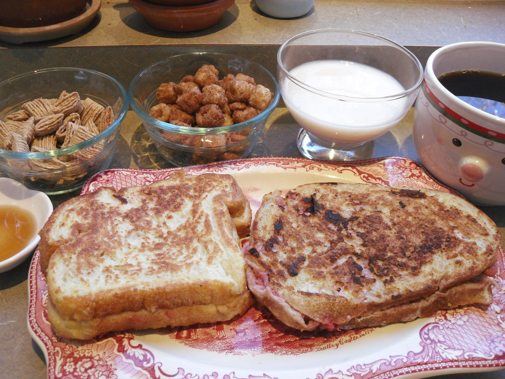 https://foodloader.net/sweetie_2013-11-10_syrup__cereal__soy_milk__coffee__strawberry_and_cream_cheese_french_toast.jpg