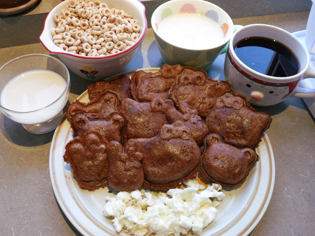 http://foodloader.net/sweetie_2013-11-12_soy_milk__cheerios__grits__coffee__chocolate_hello_kitty_waffles__eggs.jpg