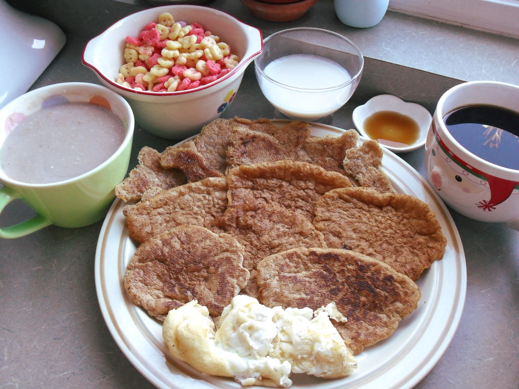 https://foodloader.net/sweetie_2013-11-14_oatmeal__fruit_brute_cereal__soy_milk__syrup__coffee__funky_pancakes__eggs.jpg