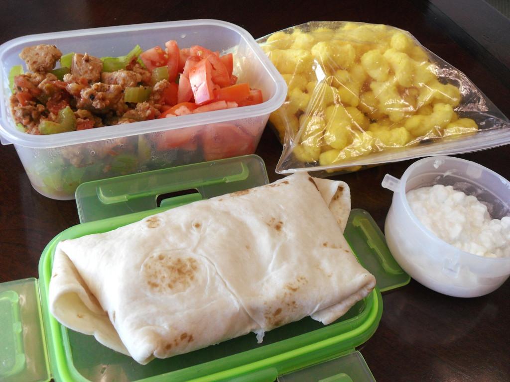 https://foodloader.net/sweetie_2013-11-18_chicken_chili__celery__tomato__corn_puffs__egg_burrito__cottage_cheese.jpg