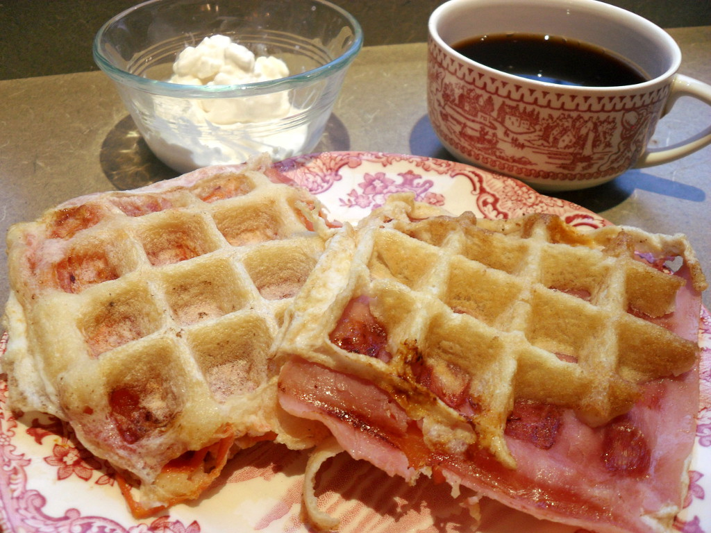 https://foodloader.net/sweetie_2013-11-20_cottage_cheese__black_coffee__waffle_stuffed_with_ham__egg__tomatoes.jpg