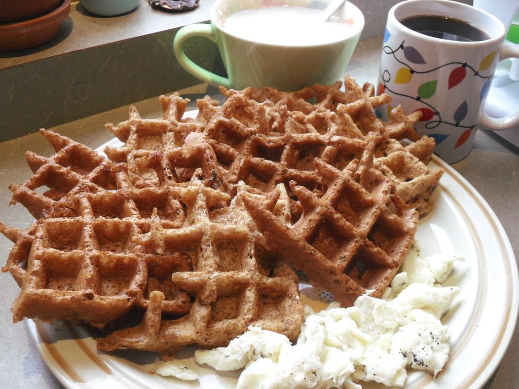 https://foodloader.net/sweetie_2013-11-21_chocolate_cinnamon_belgian_waffles__oatmeal__eggs__coffee.jpg