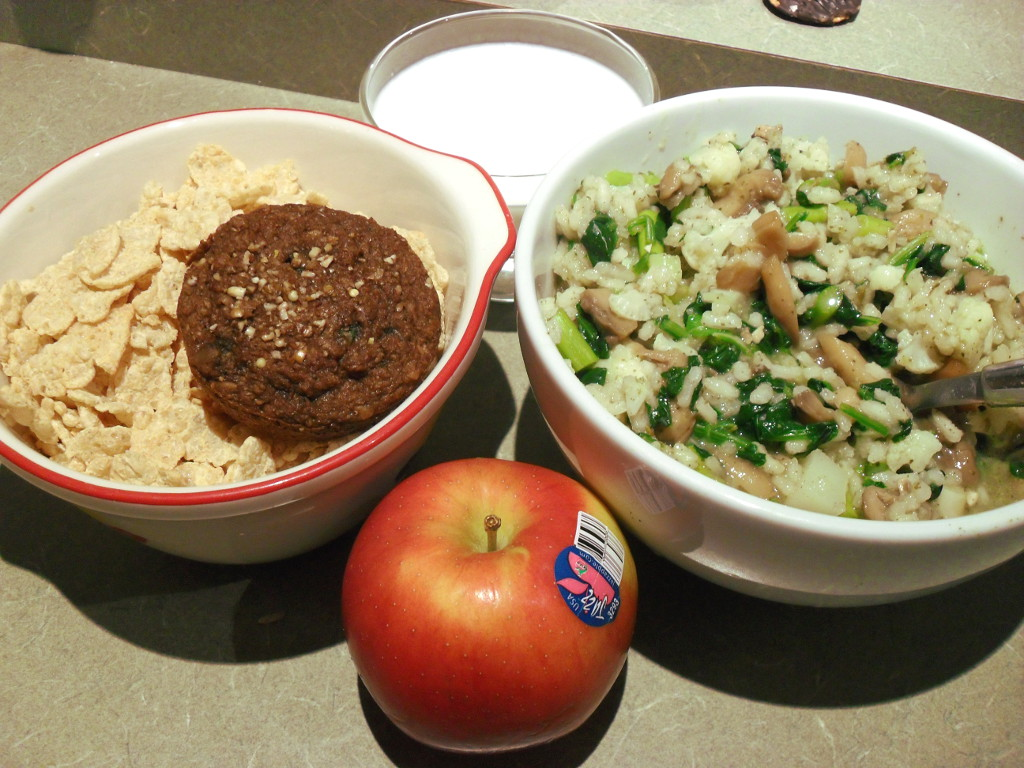 http://foodloader.net/sweetie_2013-11-21_special_k__muffin__goat_milk__risotto__spinach__mushrooms__asparagus__apple.jpg