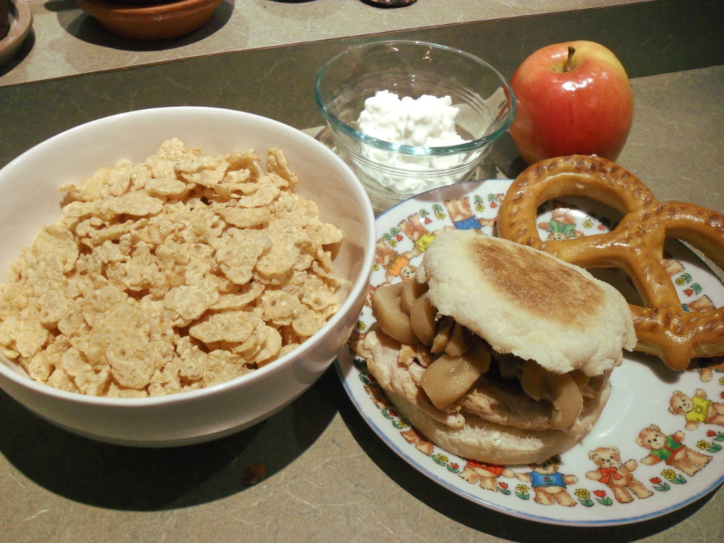 https://foodloader.net/sweetie_2013-11-22_cereal__cottage_cheese__apple__english_muffin__mushrooms__chicken__pretzel.jpg