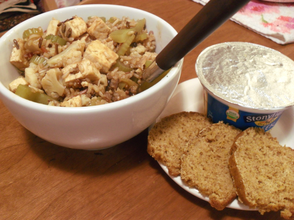 http://foodloader.net/sweetie_2013-11-23_bourbon_tofu__wild_rice__vegetables__vanilla_greek_yogurt__pumpkin_bread.jpg
