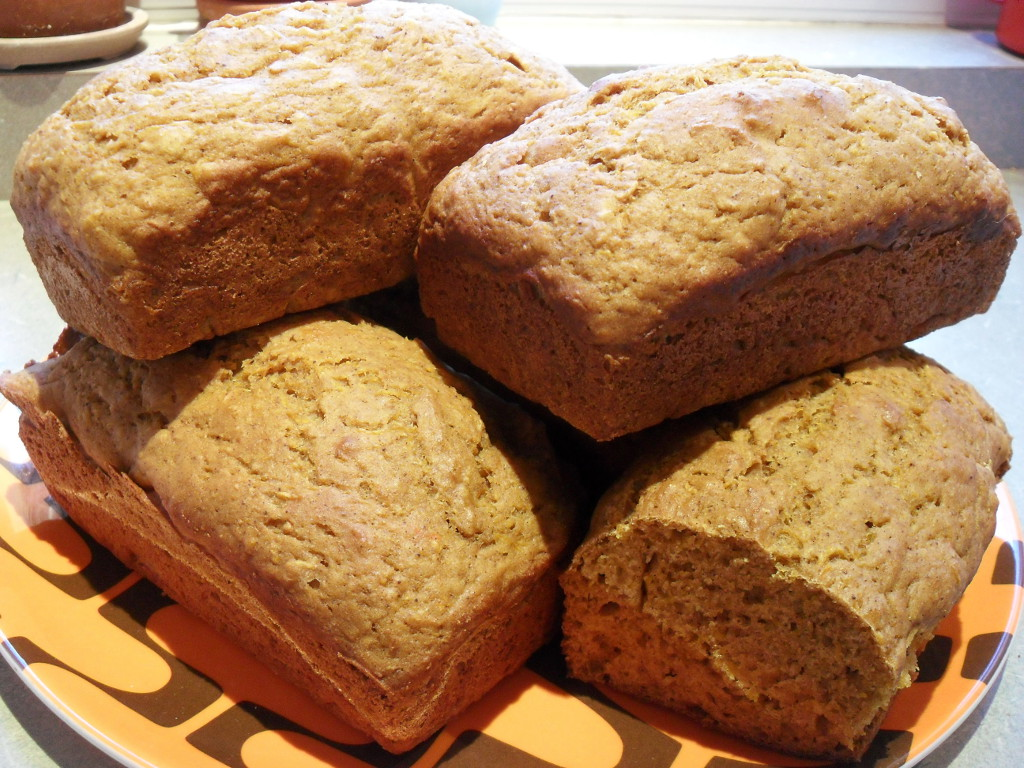 https://foodloader.net/sweetie_2013-11-23_homemade_pumpkin_bread.jpg