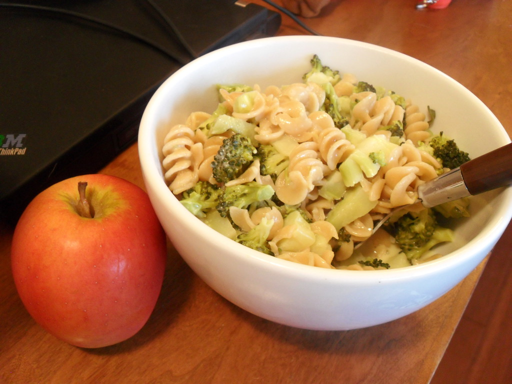 https://foodloader.net/sweetie_2013-11-23_jazz_apple__velveeta_mac_and_cheese__pasta__broccoli.jpg