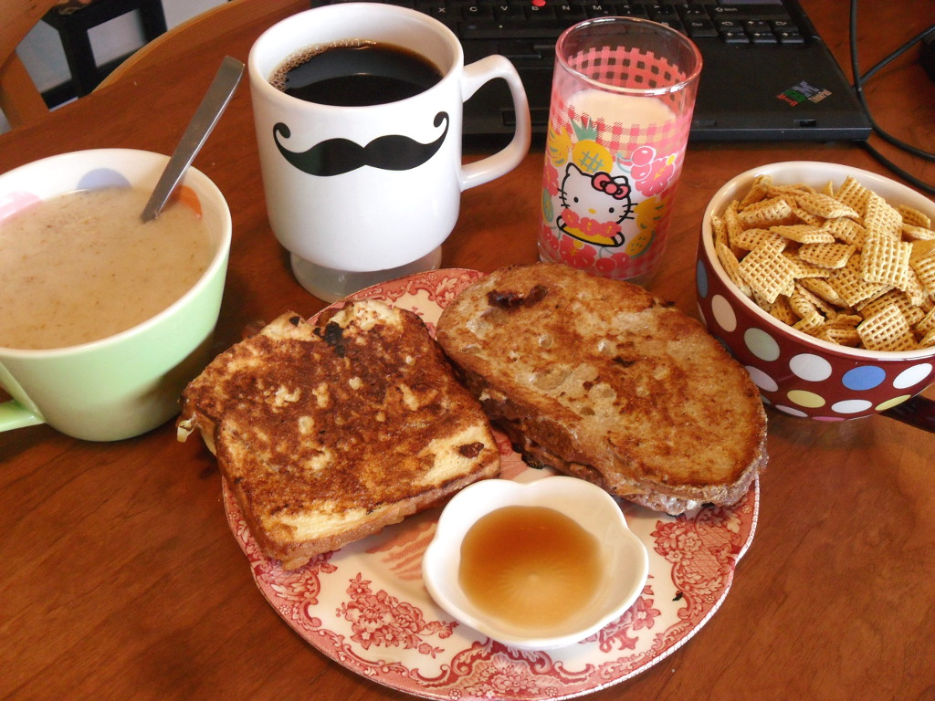 https://foodloader.net/sweetie_2013-11-28_oatmeal__coffee__milk__corn_chex__nutella_and_apple_stuffed_french_toast.jpg