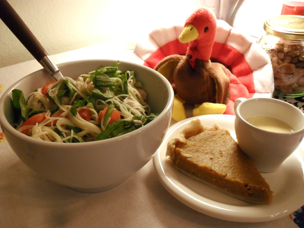 https://foodloader.net/sweetie_2013-11-28_pasta__turkey__romano_cheese__tomato__spinach__homemade_pumpkin_pie__eggnog.jpg