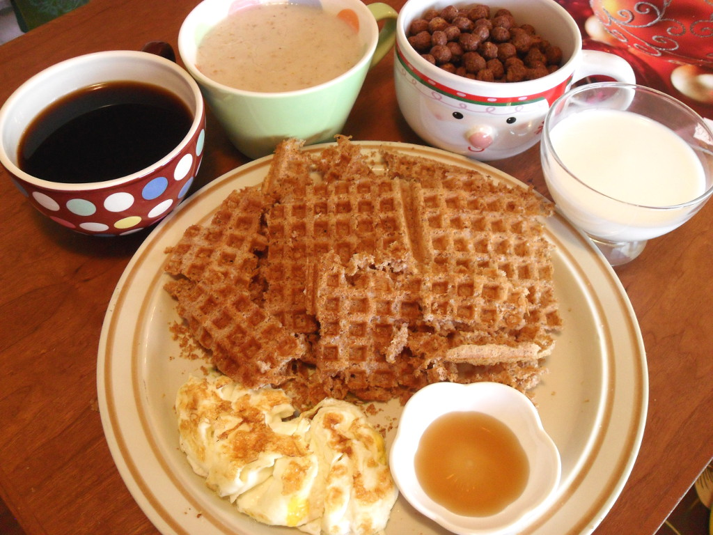 https://foodloader.net/sweetie_2013-12-02_coffee__oatmeal__cocoa_puffs__goat_milk__fail_oat_bran_waffles__eggs__syrup.jpg