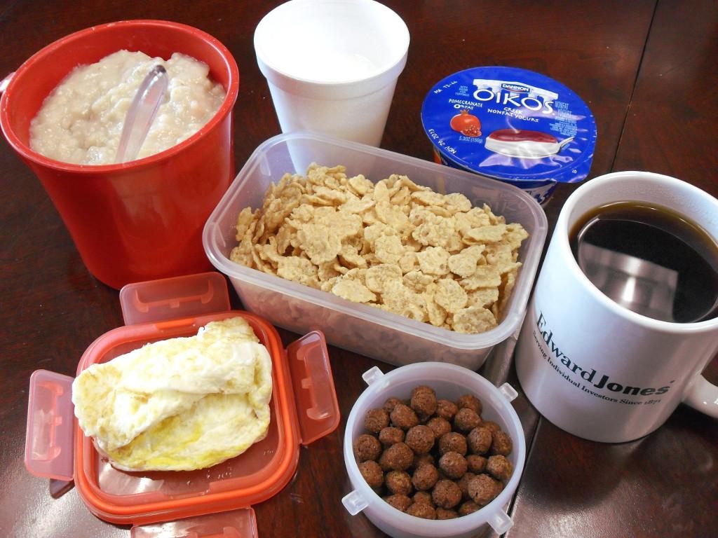 https://foodloader.net/sweetie_2013-12-03_oatmeal__goat_milk__greek_yogurt__special-k__coffee__eggs__cocoa_puffs.jpg