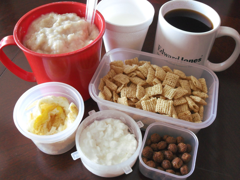 https://foodloader.net/sweetie_2013-12-05_oatmeal__milk__coffee__rice_chex__eggs__cottage_cheese__cocoa_puffs.jpg
