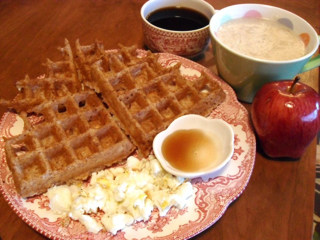 https://foodloader.net/sweetie_2013-12-06_coffee__oatmeal__apple__apple_cinnamon_waffles__eggs__maple_syrup.jpg